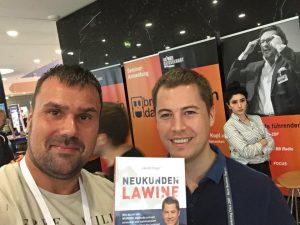 Michael Kotzur und Jakob Hager mit Buch Neukundenlawine